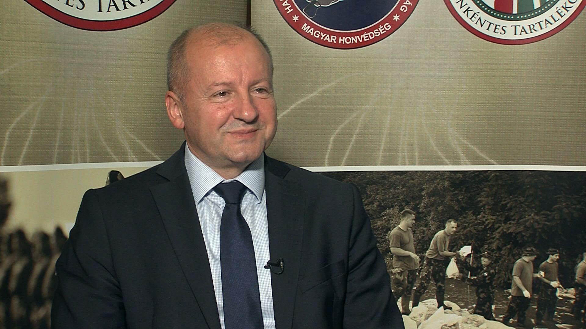 Veszprémben járt a hadügyminiszter