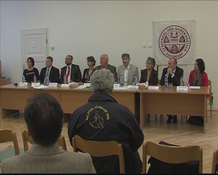 Egy asztalnál a polgármester - jelöltek