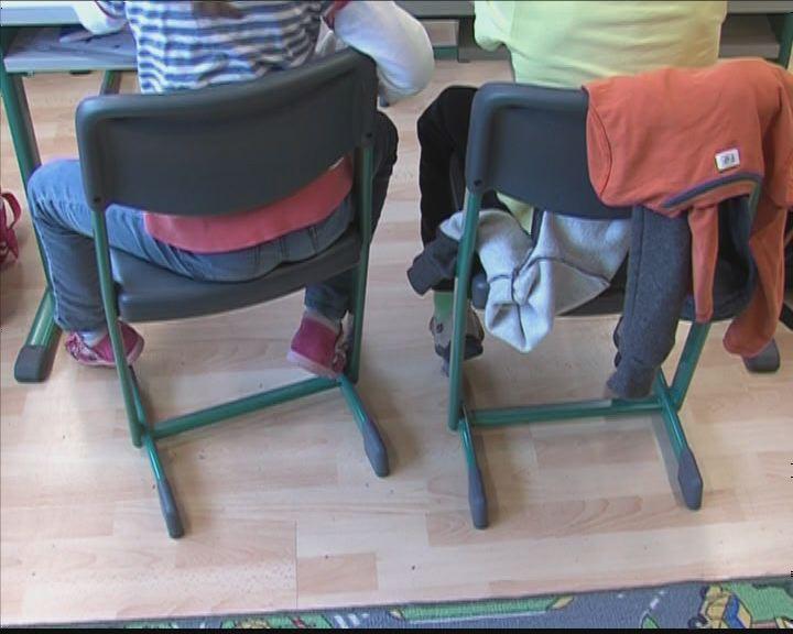 Új iskola bútorok a Botevben