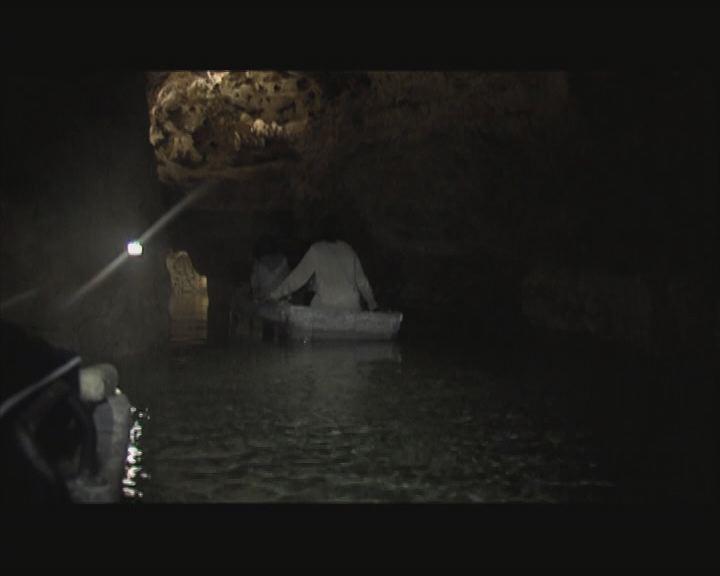 Átadás előtt a tavas barlang látogatóközpontja