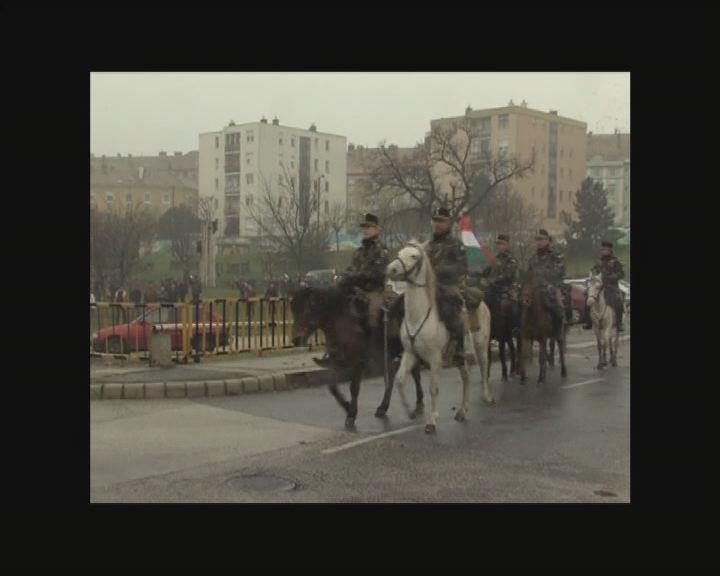 Lengyelországig lovagolnak