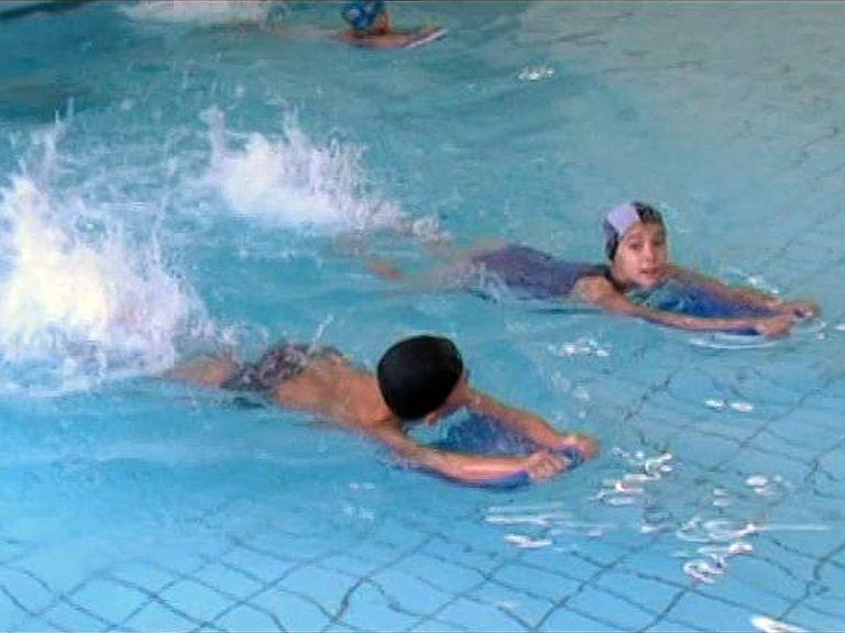 Úszásoktatás a Báthoryban