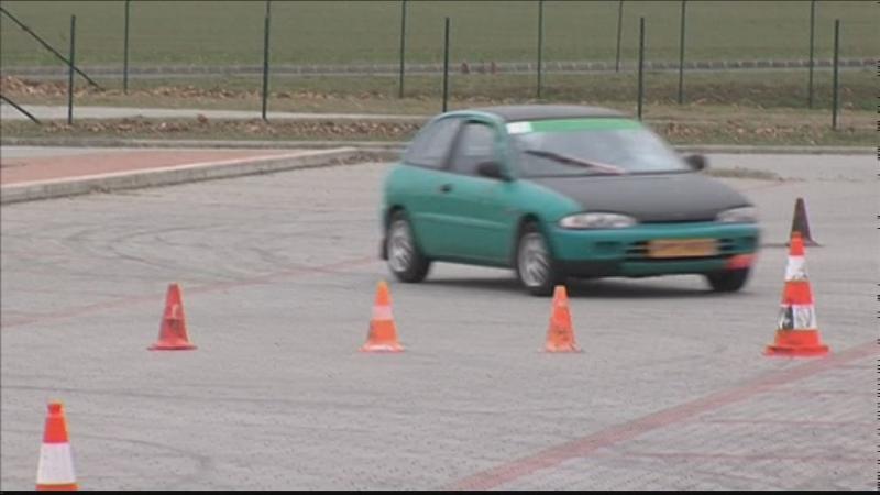 Autós szlalomverseny