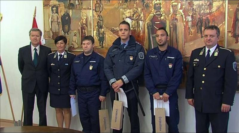 Elismerés rendőröknek