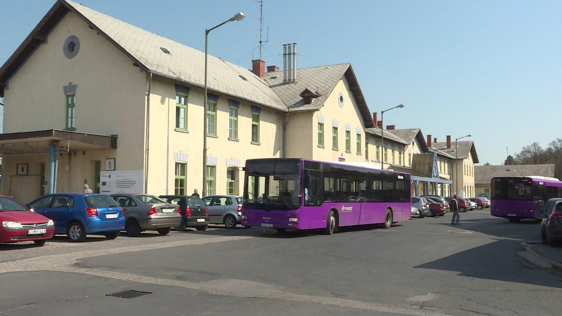 Együttműködik a MÁV és a V - Busz