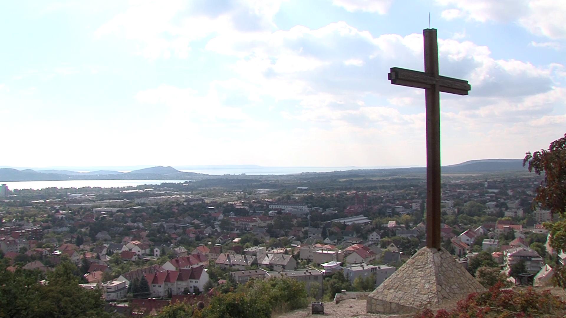 Szeretünk itt élni: Tamás-hegyi kereszt, Balatonfüred