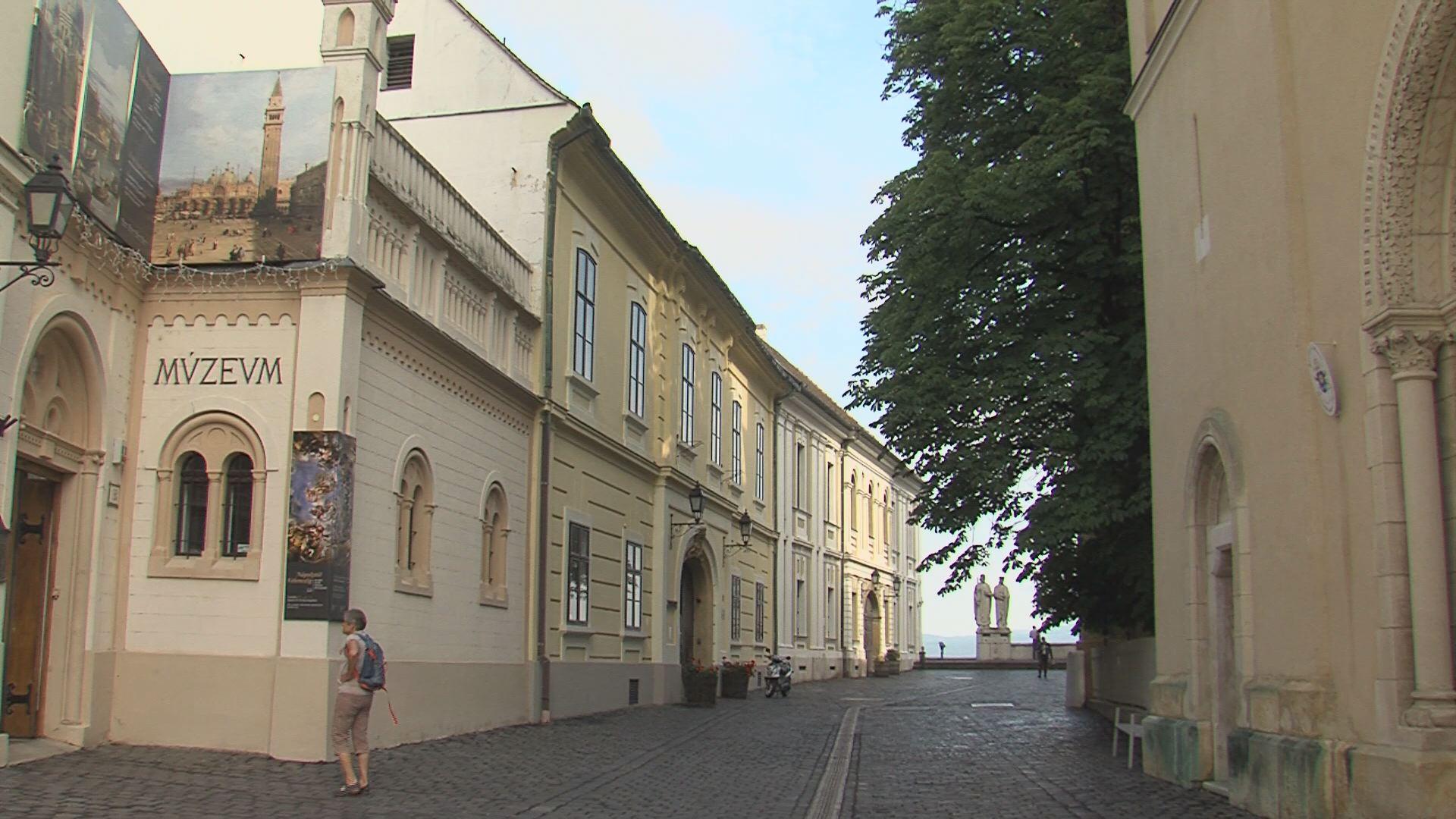 Fotókiállítással nyitott újra a Laczkó Dezső Múzeum